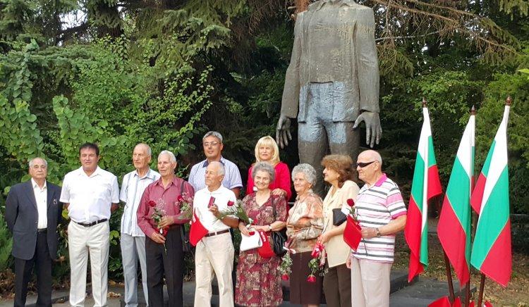Кърджалийските социалисти поднесоха цветя на паметника на Малчика